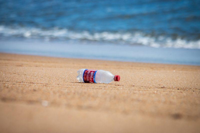 WWF: la plastica costa troppo per l'ambiente