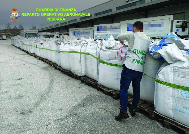 Rifiuti plastici: 250 tonnellate sequestrate a Civitanova Marche
