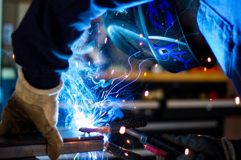 Produzione industriale ancora in diminuzione